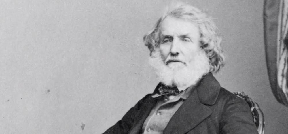 George Everest (1790-1866) galestar geografoak ekarpen handiak egin zizkion topografiari, neurketa zehatzak eginez eta tresneria hobetuz. Baina munduko gailurrik altuenari haren izena jarri ziotelako da ezaguna, mendia sekula ikusi ez zuen arren.