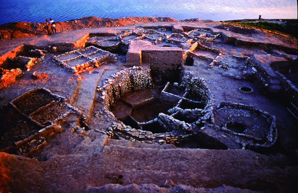 Jerf el Ahmar aztarnategia (Siria), duela 11.200 urtekoa. Hori eta beste 62 aztarnategi aztertu dituzte historian zehar ondasunak nola banatu diren jakiteko.