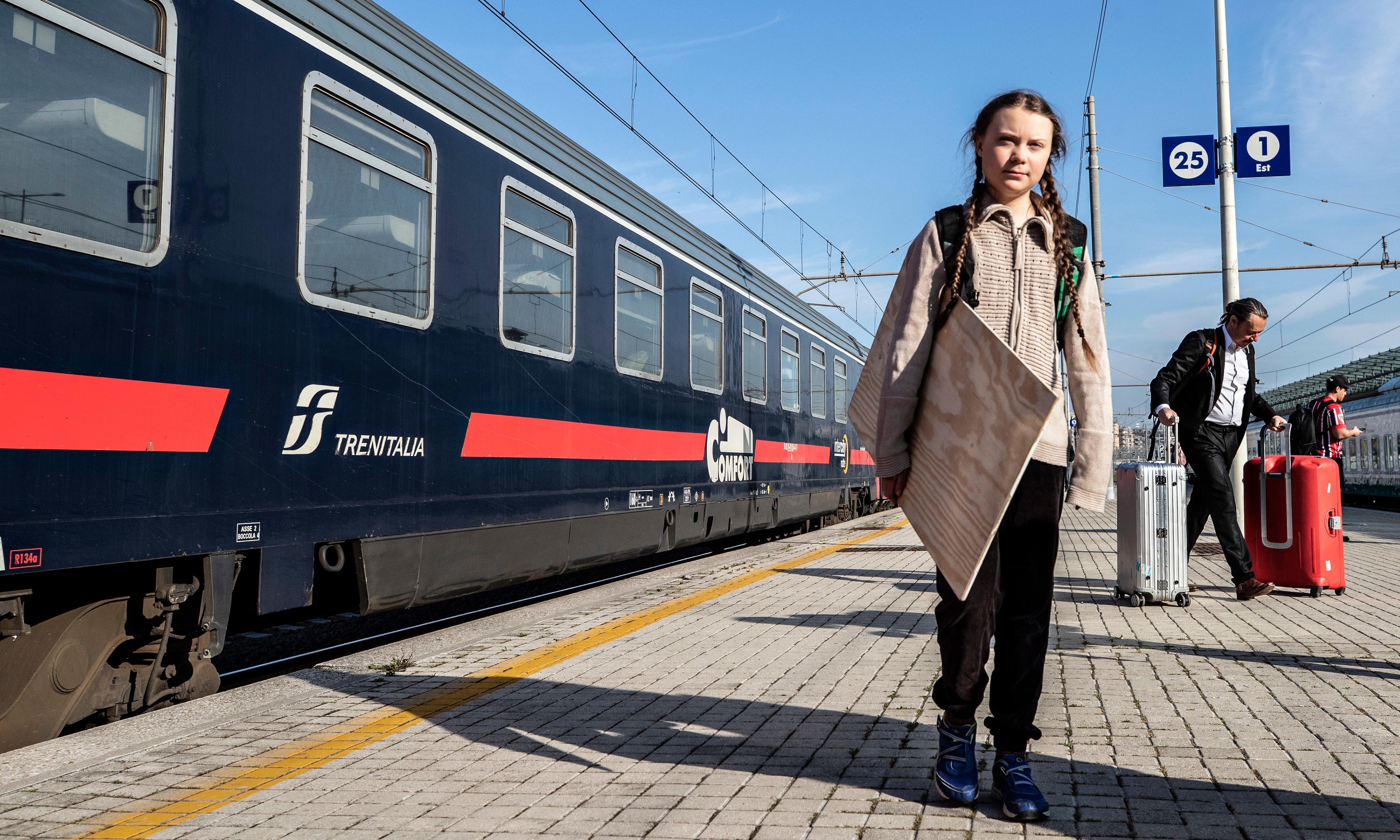 Greta Thunberg trenez iritsi zen Stockholmetik Erromaraino joan den apirilean, klimaren aldeko aldarria zabaltzeko biran.