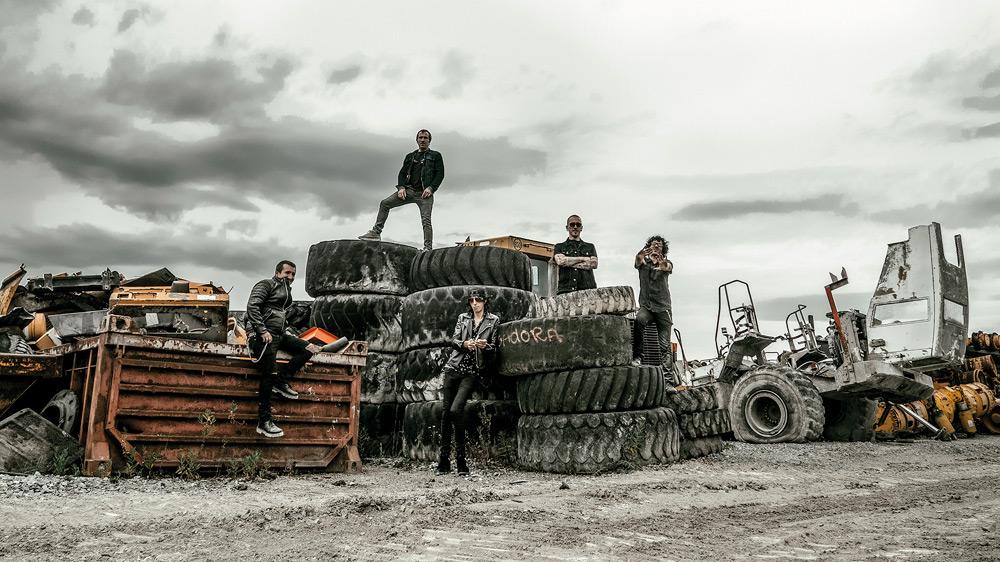 La excavadora taldeak izen bereko diskoa kaleratu du Mauka Musikagintzarekin.