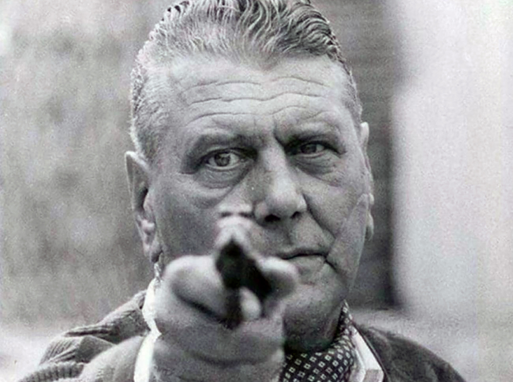 """Hitlerren gertukoa izan zen Otto Skorzeny (goian). Nurenbergen desnazifikatzera behartu zutenean ihes egin eta Espainiako Estatuan babestu zen, armen trafikoan aritzeko. Euskal Herrian ere izan zen, """"atsedena"""" hartzen eta Markina-Xemeingo Esperanza y Cía-"""