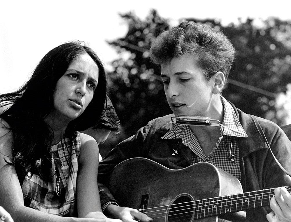 Joan Baez eta Bob Dylan 1960ko hamarkadako argazki batean.