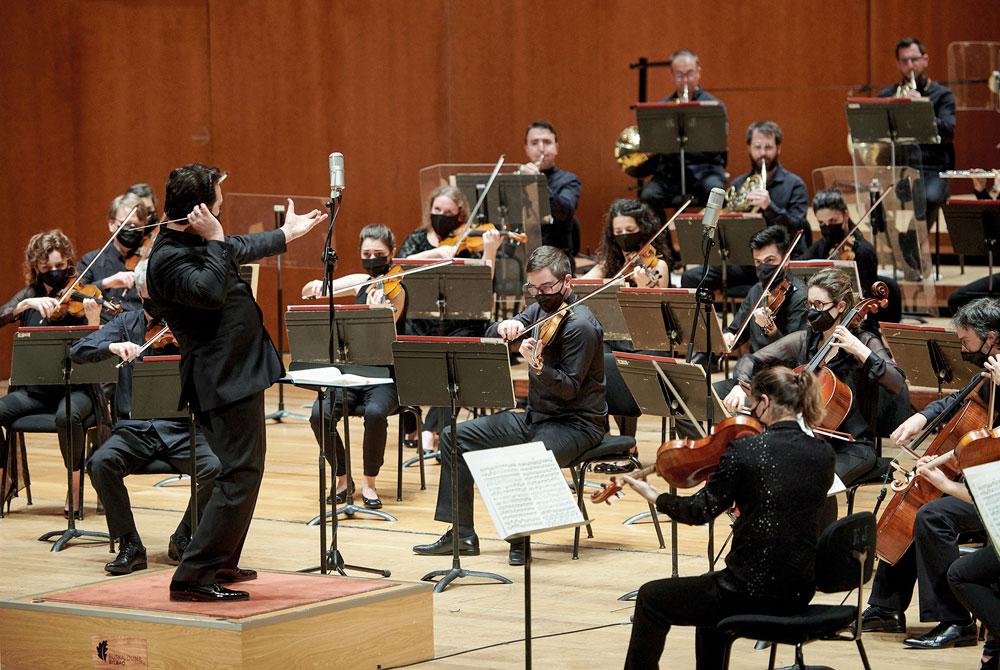 Artikulu honetako kritika Euskadiko Orkestrak Mozarten eta Sibeliusen lanen inguruko Gasteizko kontzertuari dagokio. Urtarrilaren 22an eskaini zen kontzertua, Robert Treviño zuzendari zuela. Programa bera eskaini zuen Bilboko Euskalduna Jauregian urtarril