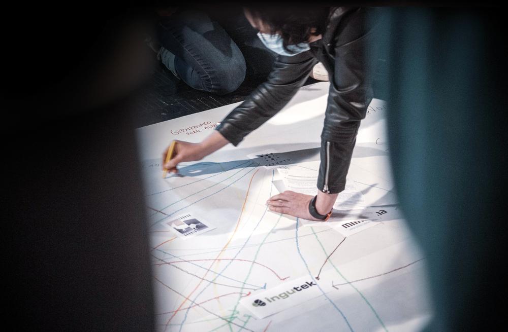 Interkooperazioaren atlasa: 'Beterri Saretuz' programa barruan joan den otsailean Usurbilen antolatutako saioan, enpresa, erakunde eta eragileen arteko interkooperazio sareak agerian uzteko ariketa egin zuten; lankidetzak formalizatzea estrategikoa da eur