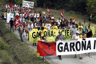 Argazkian Garoñaren itxiera eskatuz eginiko manifestazio bat.