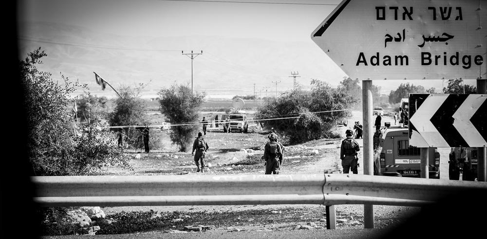 Debekatuta duten lur eremuetan sartzen dira ekintzaile palestinarrak.