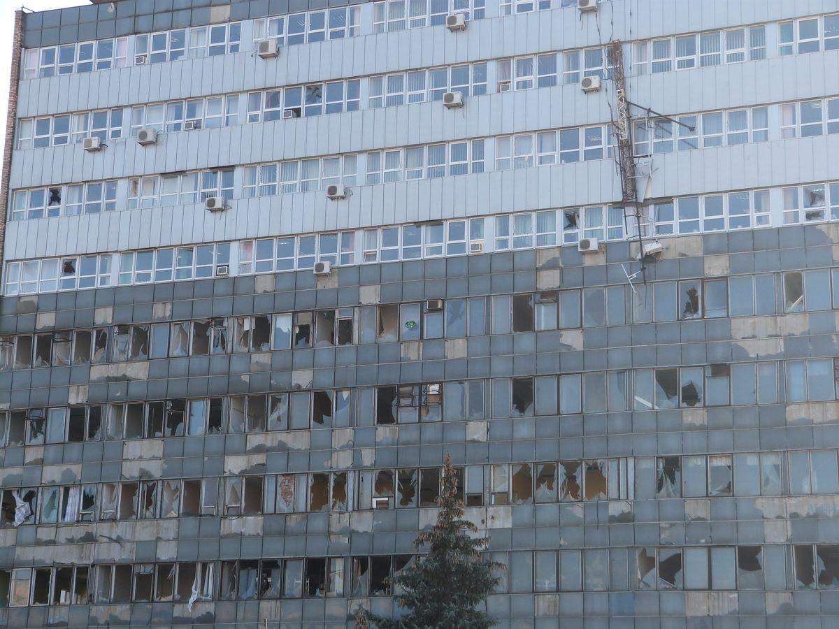 Ukrainar armadak erasotutako eraikin publiko bat