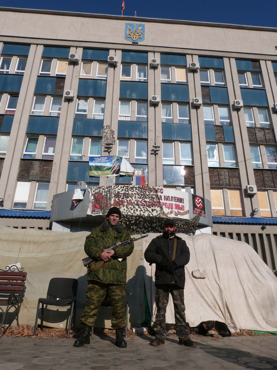 Milizianoek okupaturiko ukrainar zerbitzu sekretuen eraikina